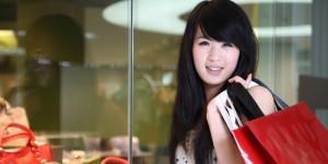 Les touristes chinois font du shopping duty free